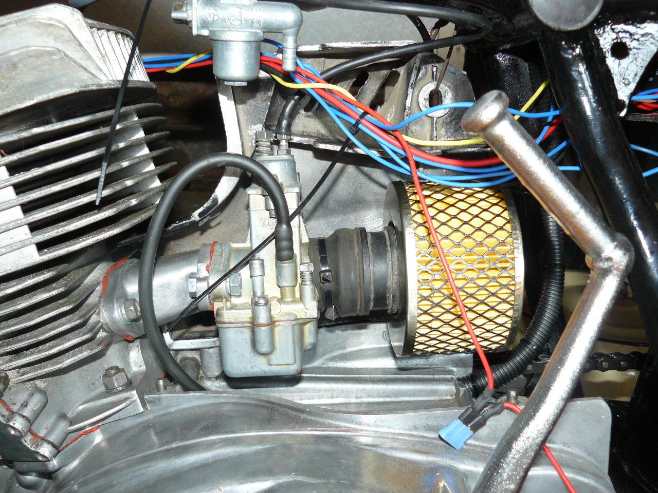 Расположение воздушного фильтра в Honda CTX700