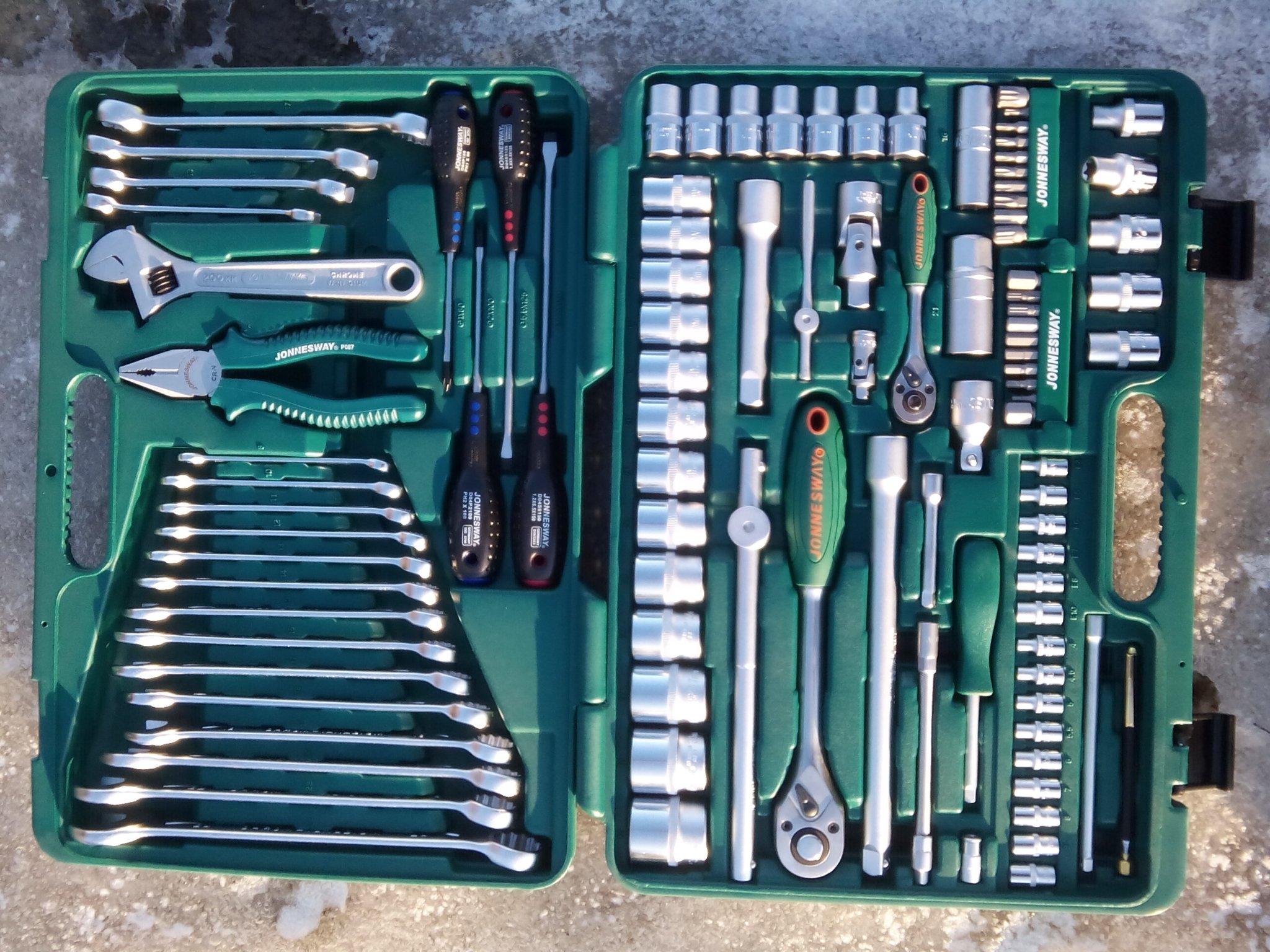 инструменты для ремонтных работ на Мазда Демио