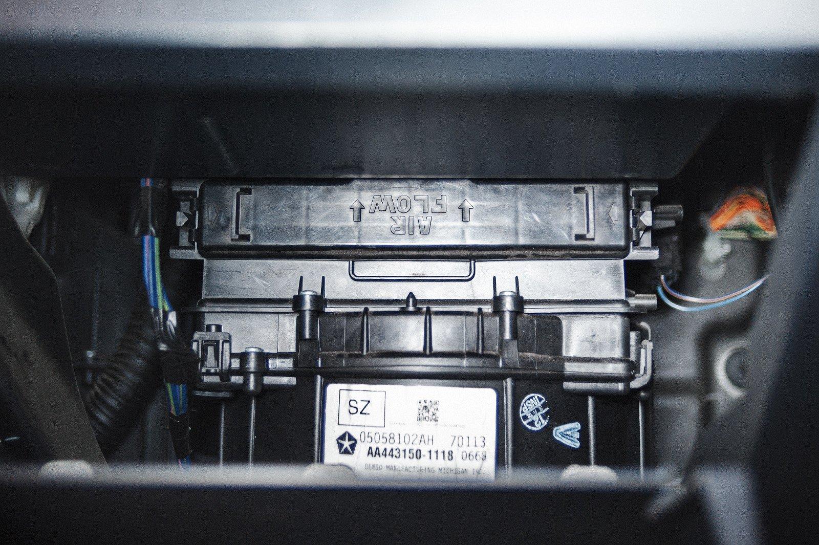 Установленный салонный фильтр