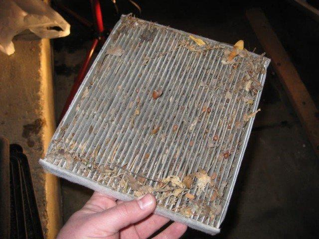 Забитый салонный фильтр