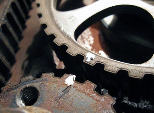 Процесс демонтирования ремня ГРМ