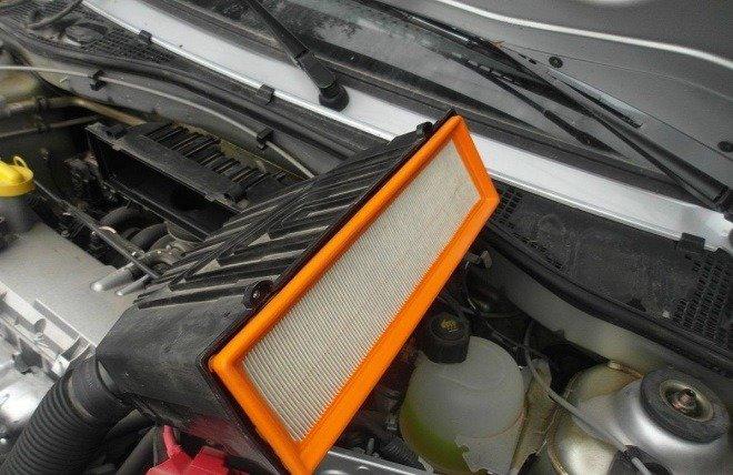 Место расположения воздушного фильтра в автомобиле Лада Ларгус